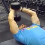 【ダンベルプルオーバーの基本動作】胸と背中を鍛えることができる珍しい種目